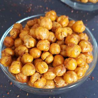 A small serving bowl full of garam masala seasoned dry chole.