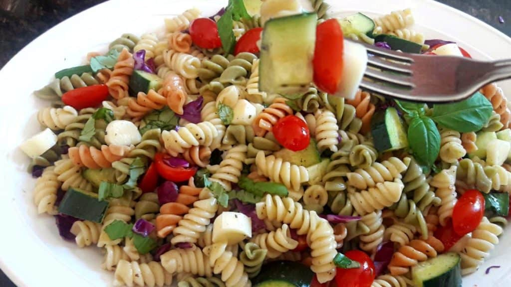Italian Pasta Salad made with pasta, summer veggies and fresh herbs. Perfect side dish for bbq or potluck , this salad is easy and healthy.