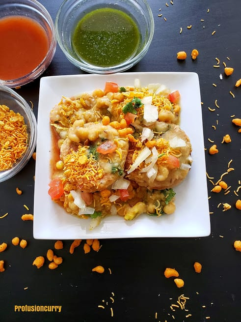 A beautiful serving of ragda patties served along green chuteny , tamrind chutney and sev. This delicious street style snack recipe is popular profusioncurry creation.