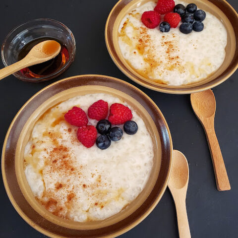 Classic custard like Tapioca pudding served in two bowls with maple and cinnamon drizzle and fresh berries. This profusioncurry recipe is vegan and gluten free and eggless.
