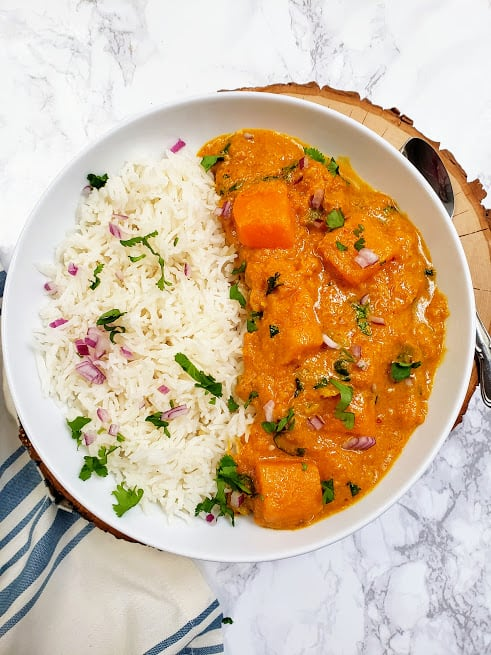 Diced pumpkin cooked in delicious creamy peanut coconut thai red curry. This vegan and gluten free curry recipe is perfect for weeknight dinner and lunch prep.